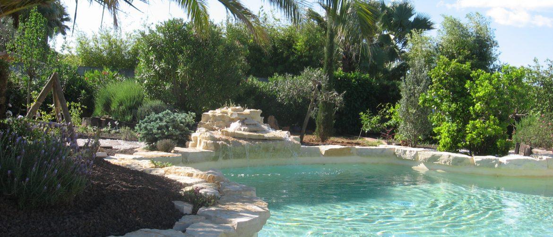 piscine exterieure fontaine pierre